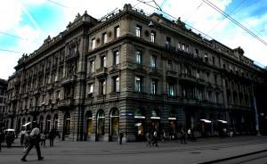 Credit_Suisse_building_Bahnhofsrtasse_Paradeplatz_in_Zurich (1)