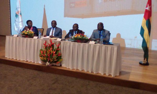 De gauche à droite : Bernadette Legzim-Balouki, ministre du commerce, Alain Thierry Mbongue, directeur Afrique occidentale et centrale francophone Afreximbank, Sani Yaya, ministre de l'économie et Germain Mena, président de la CCIT.