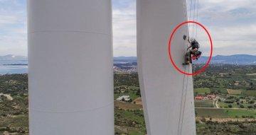 Rüzgar Türbinlerinin Bakım ve Onarımını Yapan İşçiler Metrelerce Yükseklikte Cambazları Aratmıyor