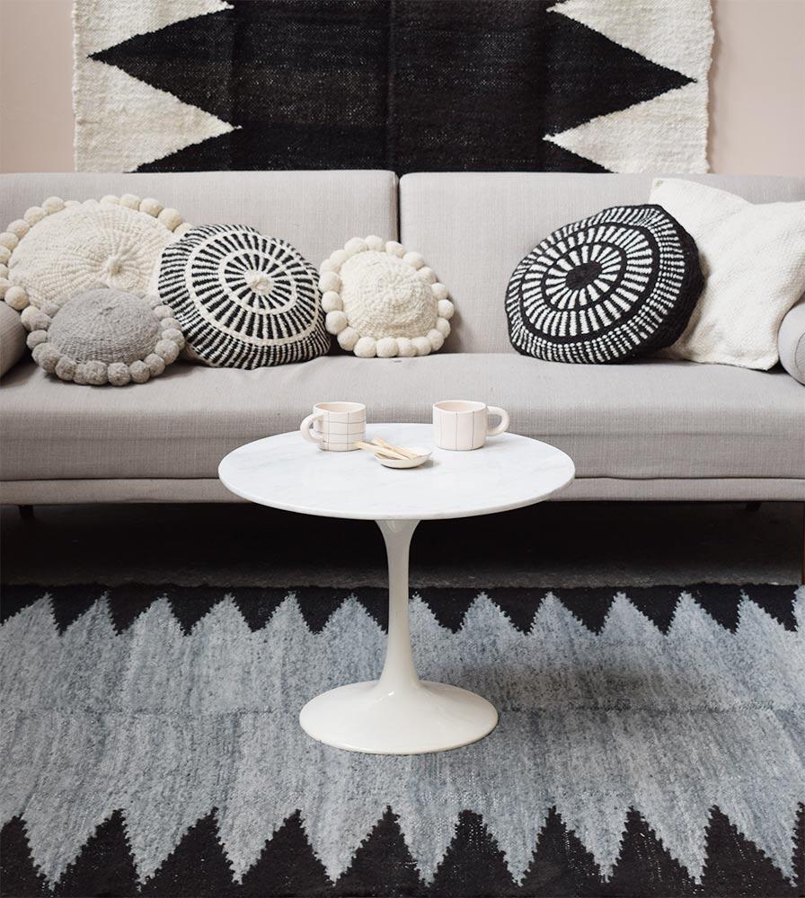 tapis en laine gris et noir