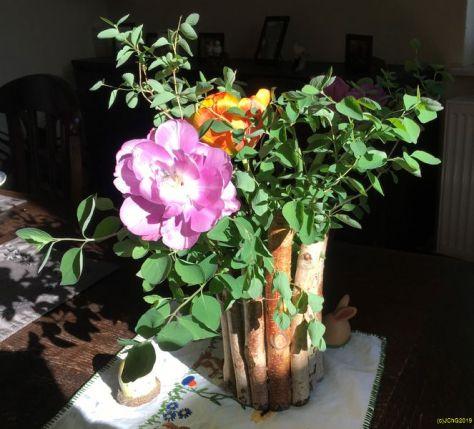 Osterstrauß 2019 mit Blumen aus dem Garten