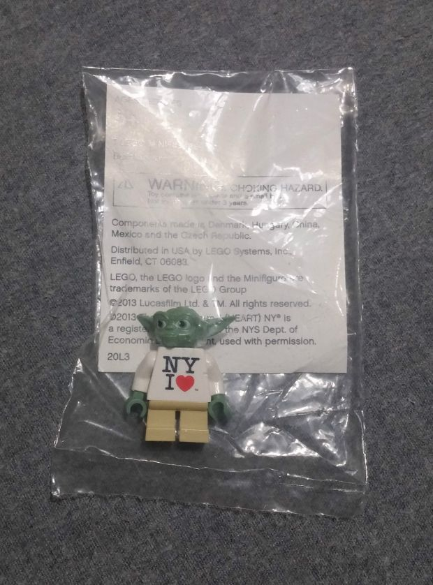 "lego minifig 2013 ""New York I Love"" Yoda Times Square Toys R Us Exclusive"