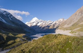 Video: Mount Cook and the Hooker Valley Lake