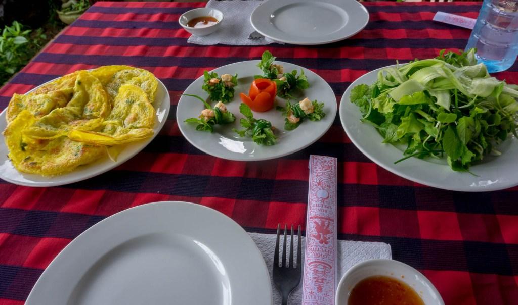 Food on table Bahn Xeo