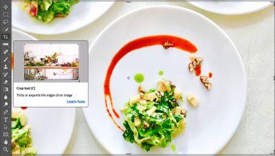 Captura del panel de herramientas y una fotografía con platos de comida en Adobe Photoshop