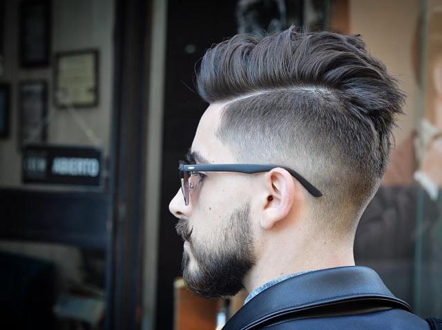 Erkekler için Kesilmiş Saç Stili ile Pomp