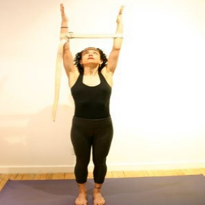 5 simple and basic yoga exercises to relieve neck pain