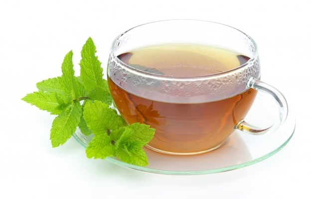 Apple cider vinegar and mint tea mixture