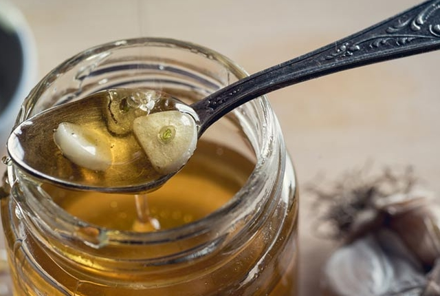 Garlic And Honey Mask