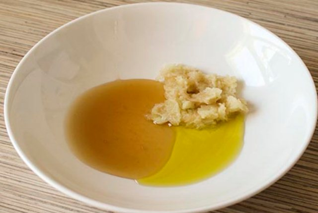 Apple With Olive Oil And Honey