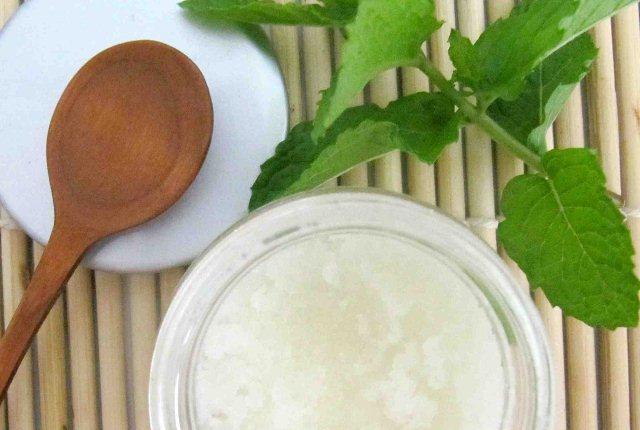 Peppermint Oil And Sea Salt Scrub