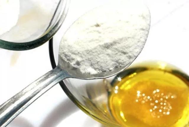 Baking Soda, Egg And Olive Oil