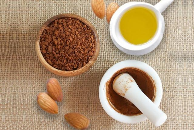 Almond Oil With Coffee Powder