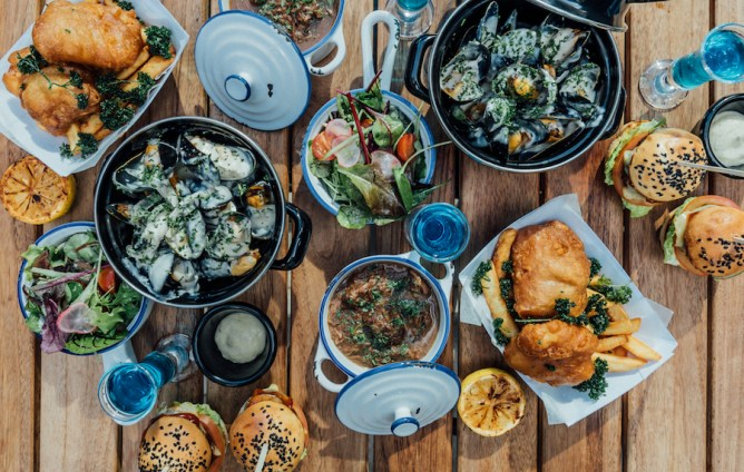 Dining Spots Around Dubai that Will Keep You and Your Palate Busy