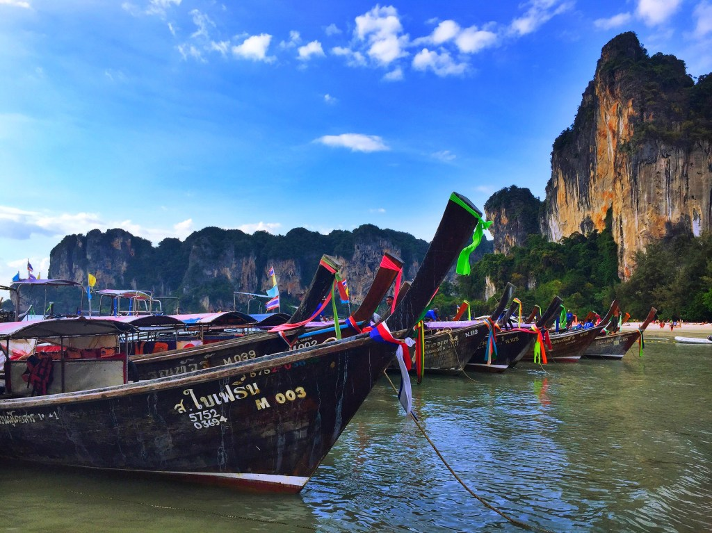 The Ultimate Backpacker's Guide to Island Hopping in Thailand