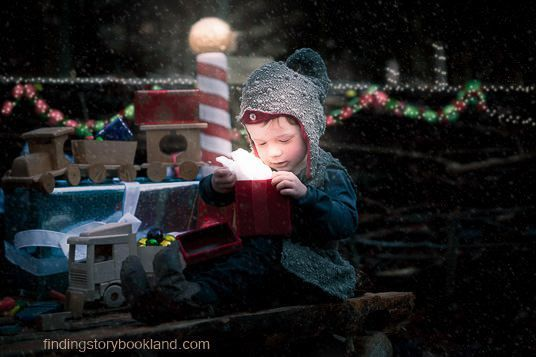Christmas Elves Children's photo shoot tutorial from findingstorybookland.com
