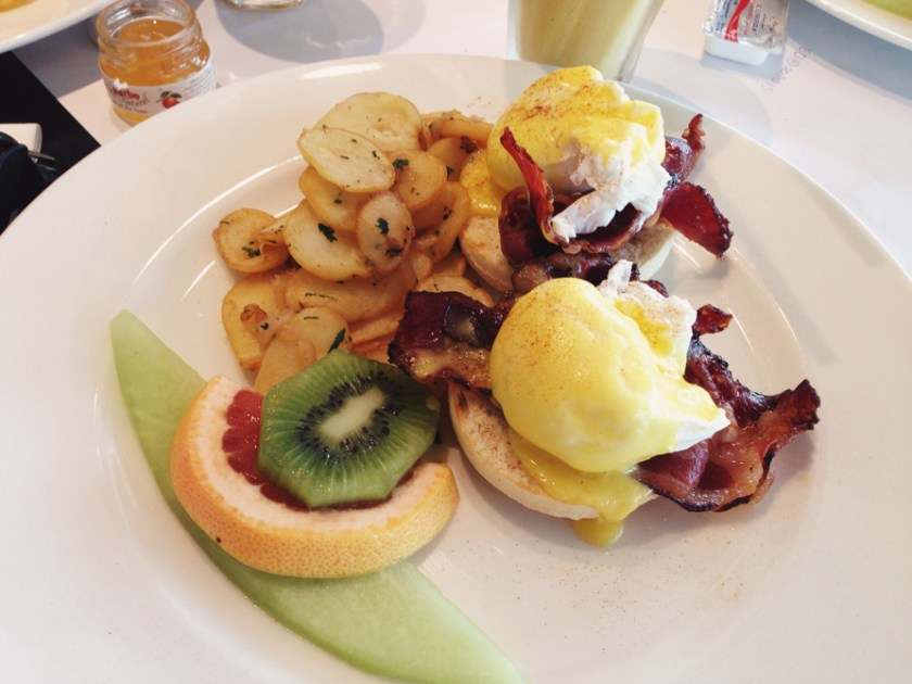 Bacon-and-Poached-Eggs-Benedict