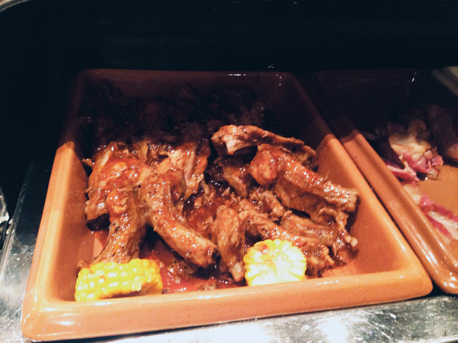 Brunch-serving-pork-Dubai