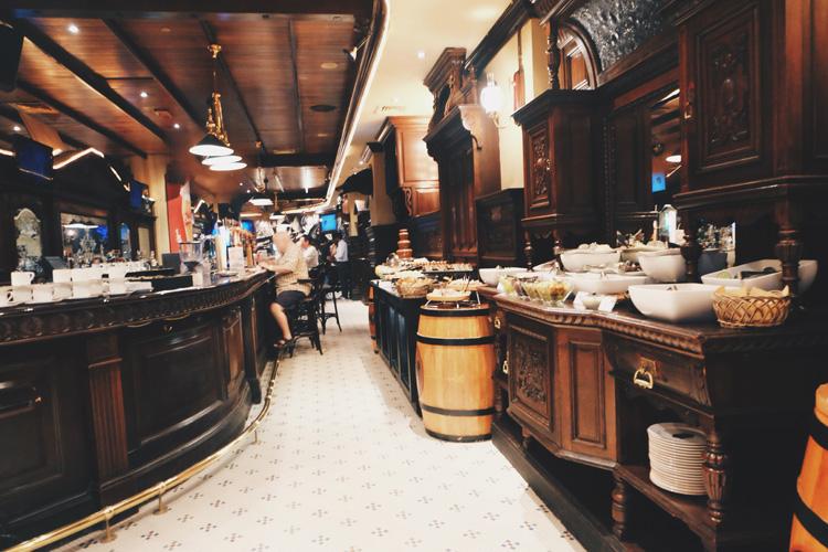 Longest-bar-in-Dubai