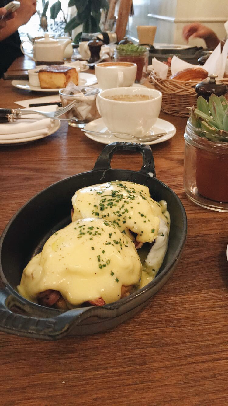 Best-Eggs-Benedict-in-Dubai