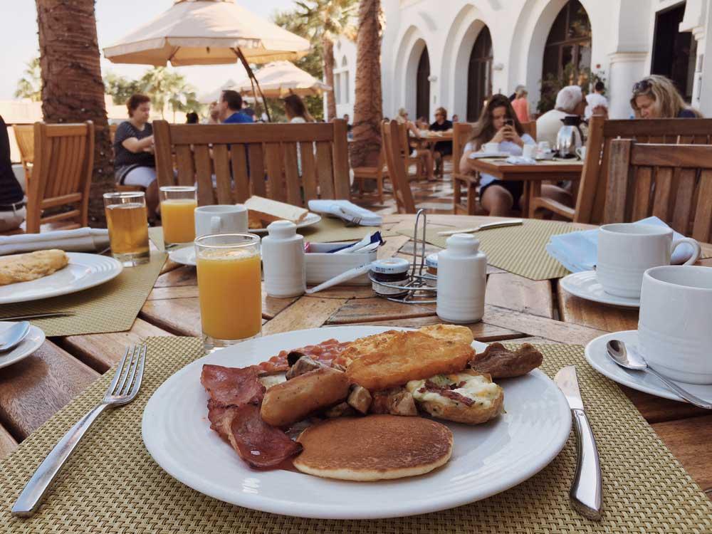 breakfast-at-the-cove-rotana
