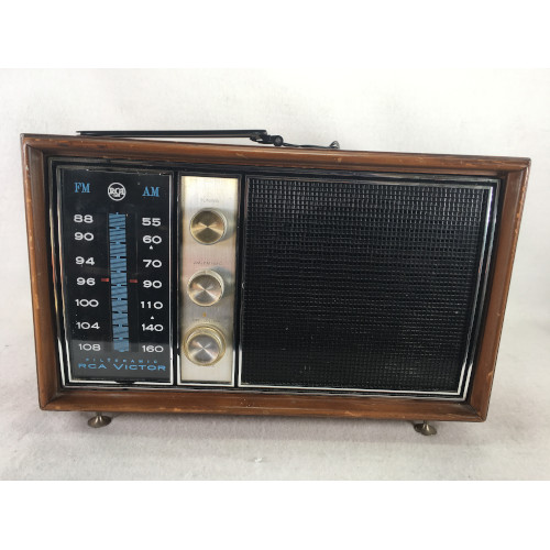 RCA VICTOR AM & FM Filteramic Tubed Radio Model 3RC76