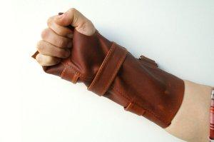wrist-brace-leather