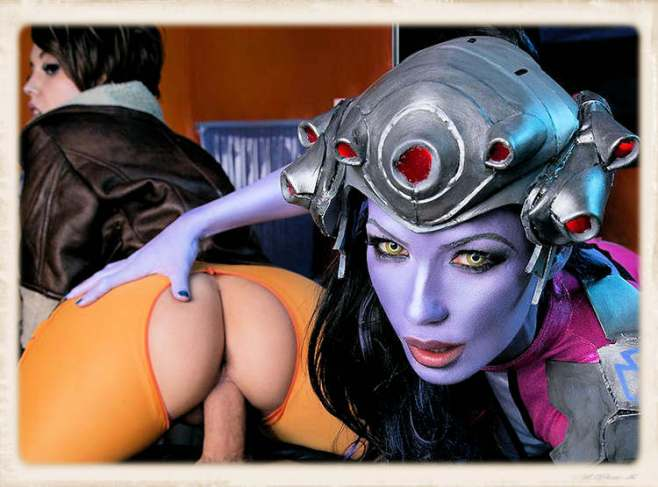 VRcosplayx feature image with Alexa Tomas and Zoe Doll