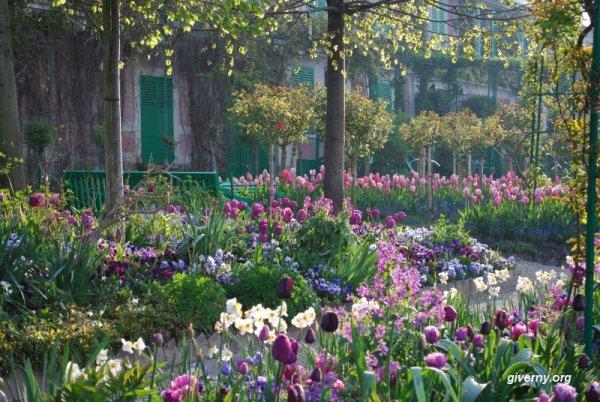 Plein Air Paint in Monet's Garden with Lori McNee