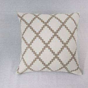 Diamond geometric cushion in beige/white
