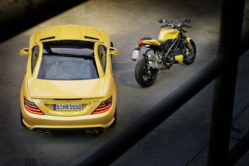 Ducati 848 und Mercedes SLK 55 AMG