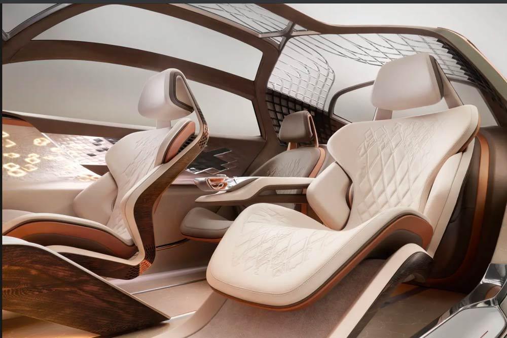 Bentley EXP 100 GT - Interieur mit KI