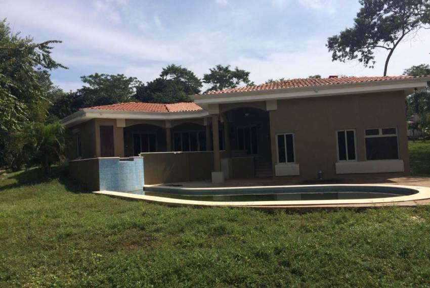 Build in Costa Rica Casa Flora pool