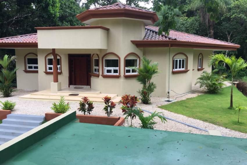 Casa Jardin retire in Costa Rica