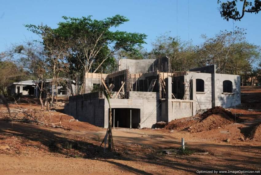 Design Custom Home in Cosntruction