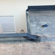 Fink Garage - Dach - Attika - Regenrinne und Wandanschluss zum Haus