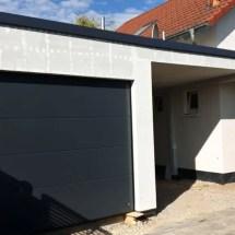 Fink Garage - Garagen Frontansicht mit Überdachung zum Hauseingang