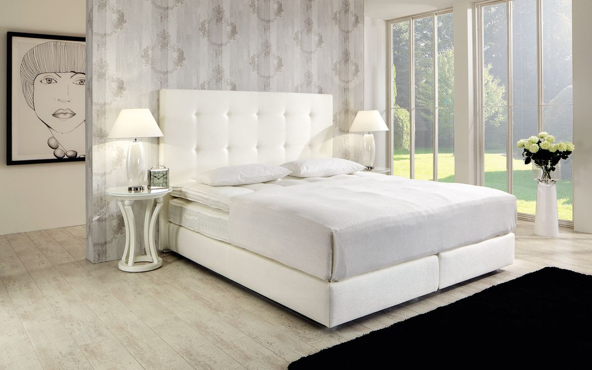 Modern Upholstered Bed Claudio Finkeldei