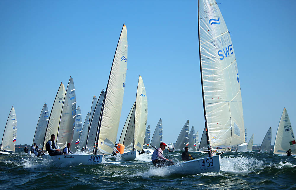 day2-race2-windward-mark-pic-robert-deaves.jpg