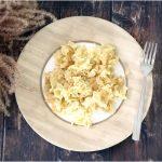 Sóskafőzelék buggyantott tojással és bundás kenyérrel