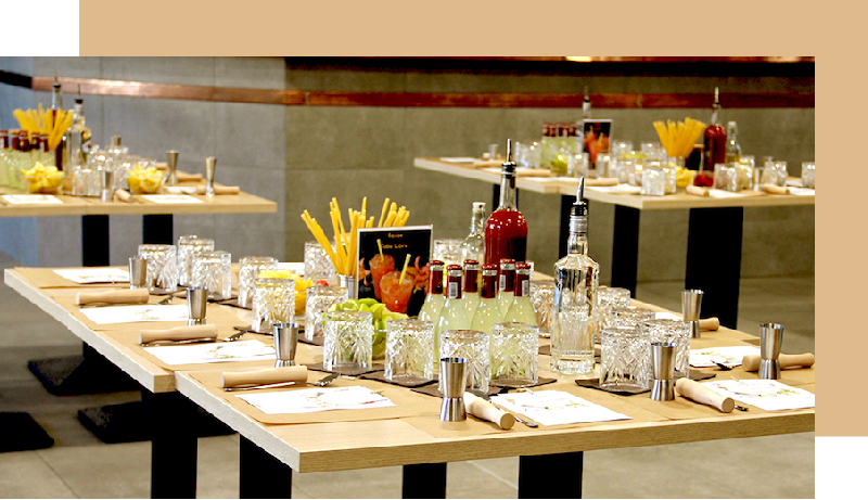 Cocktails avec ou sans alcool à partager pour renforcer la cohésion d'équipe. Animation team building.