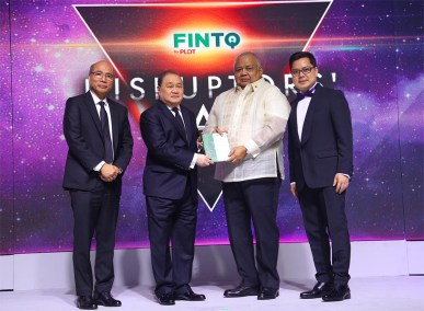 Voyager Innovations President and CEO Orlando B. Vea; PLDT Group Chairman Manuel V. Pangilinan; Executive Secretary Salvador Medialdea; FINTQ Managing Director Lito Villanueva