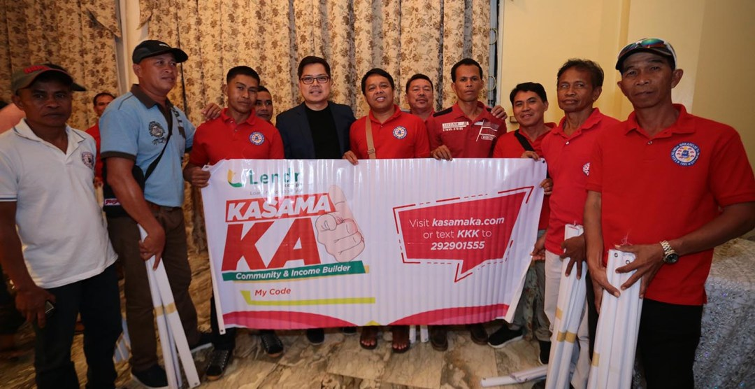 Strengthening financial inclusion in barangays. Liga ng mga Barangay sa Pilipinas officials turns over the National Executive Board Resolution adopting KasamaKA as the official financial inclusion program in barangays to Voyager Innovations executives. In photo (L-R) LNB Press Relations Officer Marlon Manalo; LNB NCR Regional Chapter President Ricardo Corpuz; PLDT, Smart, Voyager Innovations and PayMaya Philippines Chairman Manuel V. Pangilinan; LNB President Atty. Edmund Abesamis; and FINTQ Managing Director Lito Villanueva.
