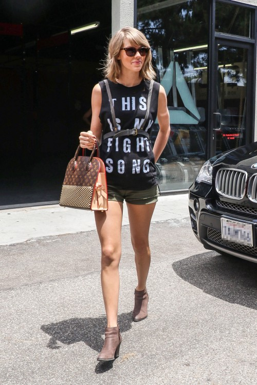 17-taylor-swift-061715.nocrop.w1800.h1330.2x