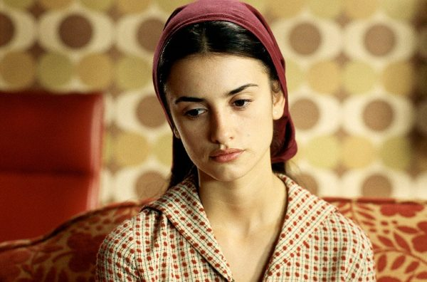 all-about-my-mother-1999-005-penelope-cruz-headband