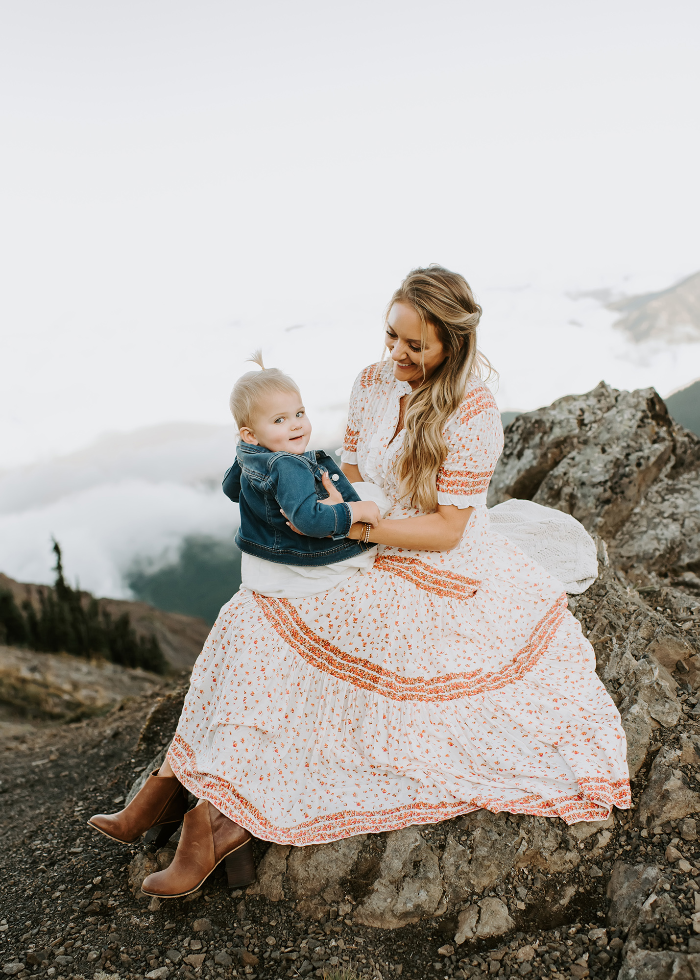 mama and baby in the mountains at seattle family photographer photo shoot