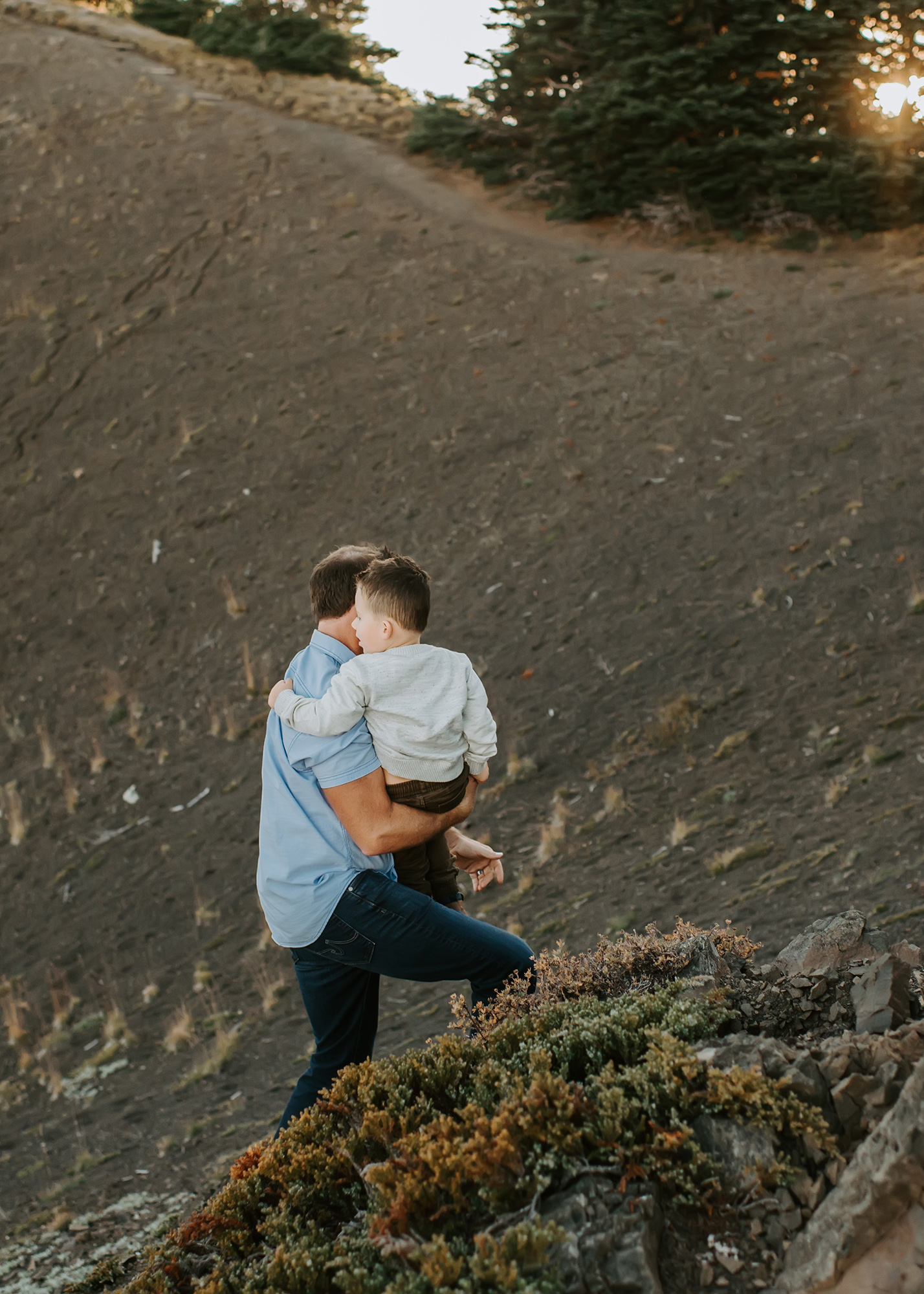 dad and kiddo hiking in the mountains
