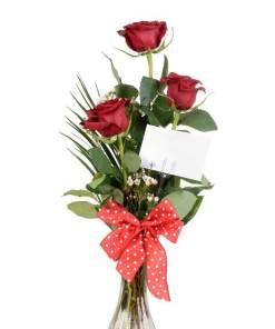 3 rose rosse confezionate con allegato il biglietto