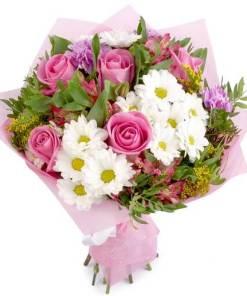 Mazzo con fiori misti bianchi e rosa Cassandra