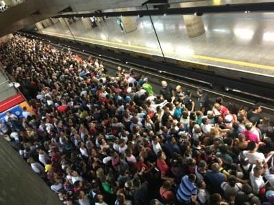 Como pode a linha 3-vermelha do metrô já ter tido 16 panes só neste ano?
